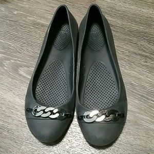c7702d1a8aaef2 CROCS Shoes - Dressed up black crocs with chain detail